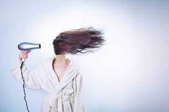 Comment bien choisir son sèche cheveux?