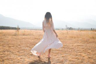 Comment choisir et porter une robe chemise ?