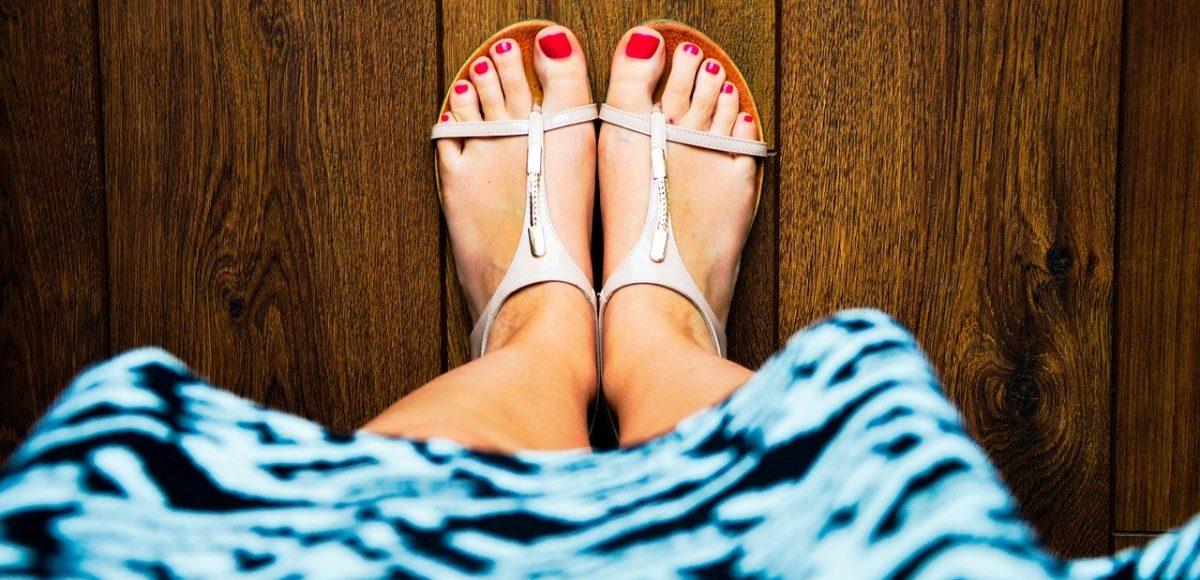 comment porter-chaussures-plates-avec-robe