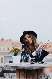 Comment superposer les vêtements ? 7 astuces pour le faire comme une pro