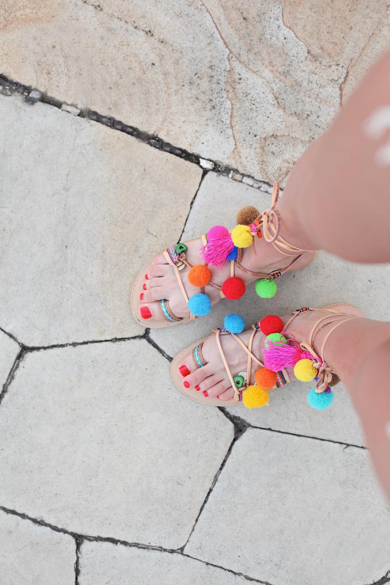 sandales pompom multicolore
